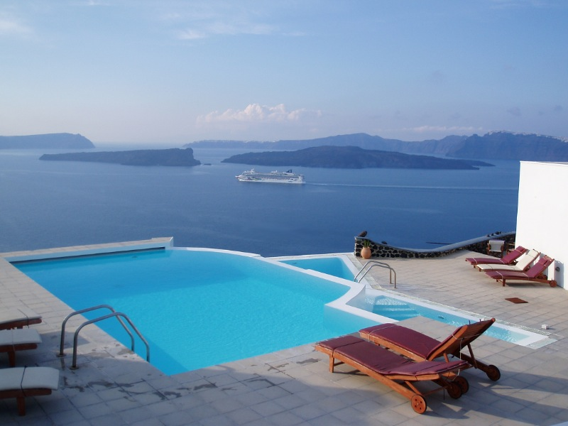 Suite In Santorini With Volcano View And Shared Pool
