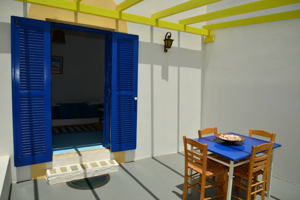 Relaxing Complex Of Two Studios Next To The Beach In Paros (7 Guests)