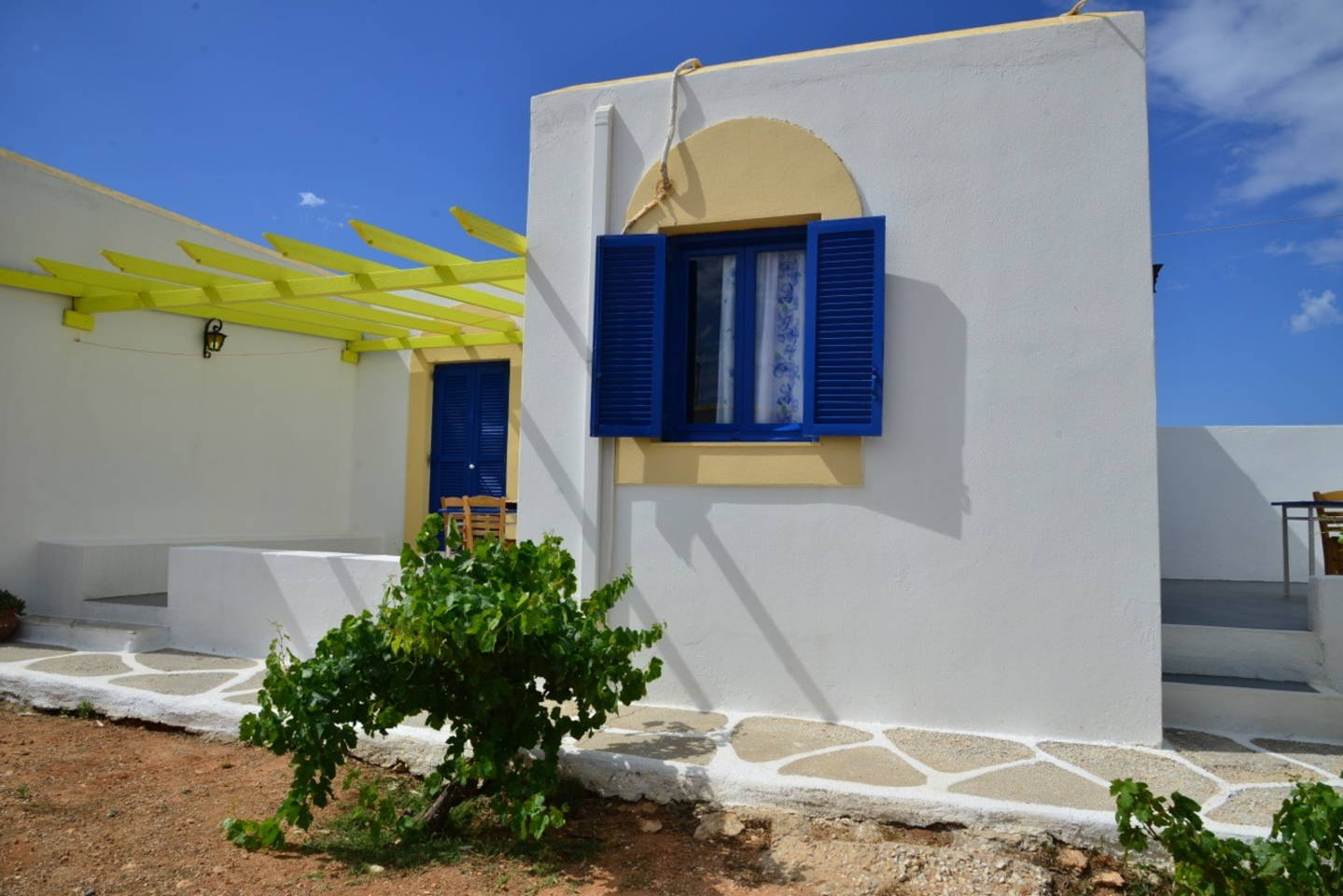 Relaxing And Economic Studio Next To The Beach In Paros