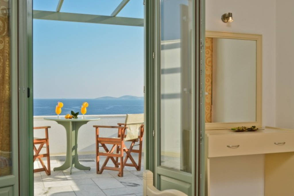 Studio In South Naxos With A Free Car Per Stay